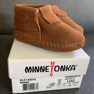 Minnetonka Riley Infant Baby Moccasin Booties